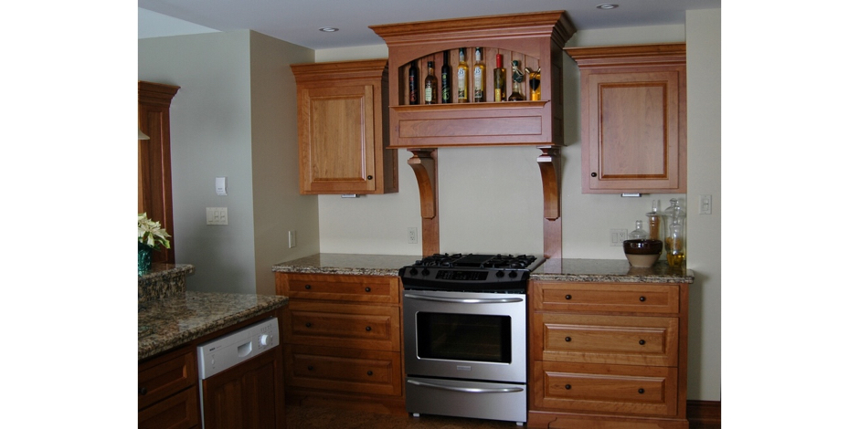 Maple Kitchen with Accent Pillars